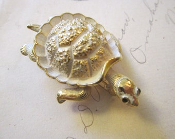vintage figural TURTLE brooch - gold tone - as is