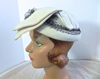 Vintage Quirky 50s Hat , Off White Jaunty Topper