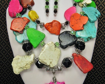 Multicolor Chunky Statement Necklace / Statement Jewelry / Fiesta Chunky Necklace / Bold Color Triple Strand Jewelry - FieSTa OveRLoaD