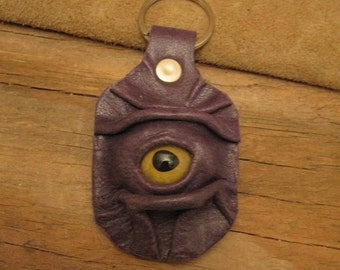 Grichels leather keychain - purple with yellow fish eye