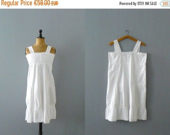40% OFF SALE // Vintage white cotton night dress. embroidered eyelet cotton nightie. antique night dress