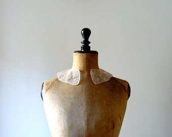 CLOSING SHOP 50% SALE / Vintage peter pan collar dress. wedding collar dress. crochet irish collar