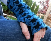Fingerless gloves, arm warmers, txting gloves, gauntlets, commuter mitts, upcycled, eco sensitive, recycled sweater in Blue Houndstooth