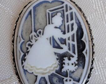 Wonderful Art Deco antique Bisque Silhoutte Pendant