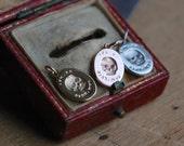 ES FUI 14K + gemstone eys skull pendant ∙ Victorian Memento Mori custom pendant with gemstones