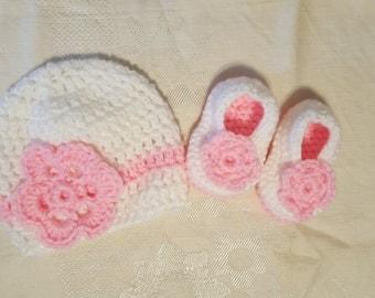 Newborn crochet hat and booties