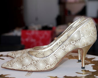 80 % BIG SALE Manolo Blahnik Vintage Shoes Manolo Blahnik Wedding Shoes Manolo Blahnic Ivory Lace Heels Gold Heel Manulo Blahnic