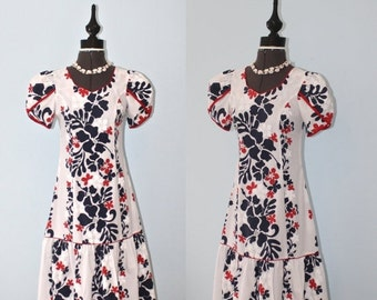 SALE Vintage Hawaiian Dress / Hawaii Floral Print Tropical Luau Mermaid Dress / Kawaii Muumuu Dress / Size Small