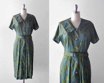 1950 green print dress. xl. 50's day dress. crown print. fleur-de-lis. 50 xxl. shirtwaist.