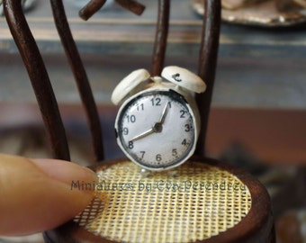 Miniature clock, 1 inch (1/12th scale)