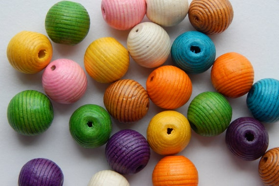 25 Pieces of Wood Jewelry Beads - 20mm Round Shape, Very Large Size, Scored Outer Texture, Mixed Colors, 3mm Hole Size, Lightweight, Painted