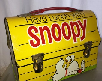 1960's vintage thermos peanuts comic snoopy dog dog house metal dome lunch box chsrkes schultz