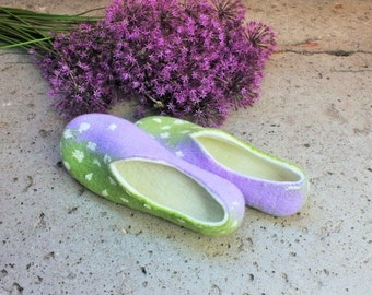 Women slippers - women house shoes, felted slippers, wool slippers Spring - Mother's day gift, Easter gift