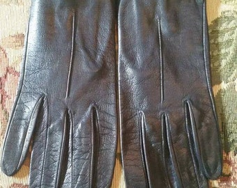 Vintage Black Gloves Size 6.25 or 6.5 Kid Leather 1950s Pearl Button Closure