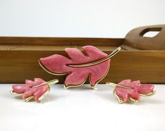 Pink Leaf Brooch & Earring Set / Sarah Coventry 1975 Splendor Collection