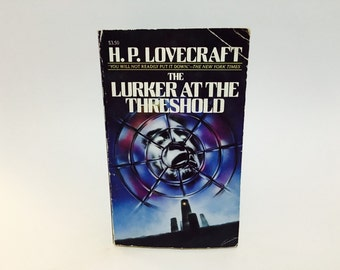 Vintage Horror Book The Lurker at the Threshold by H.P. Lovecraft 1988 Paperback