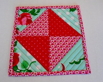 Mug Rug, Coaster, Snack Mat, Mini Quilt, Small Placemat, Quilted Mug Rug, Retro Flowers, Hearts, Valentine