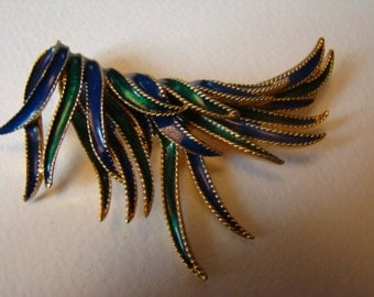 Amazing brooch representing a wing or feathers in movement