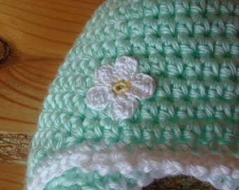 Baby hat for newborn to 3 month baby girl -  helmut style girls hat with daisy