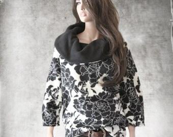 Cowl neck top/half sleeve black white/Pull over/knit shirt/Printed rose fleece