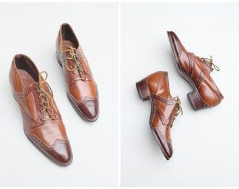 antique 1920s ladies oxfords - tie up oxford shoes / Edwardian wing tip oxford heels - two tone brown leather / vintage oxfords - wing tips