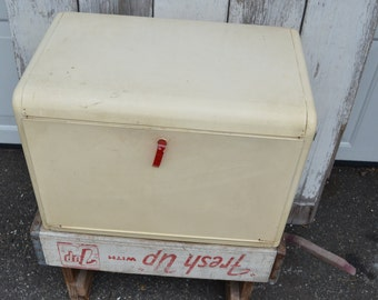 Vintage Kreamer Box Bread box Kitchen retro 1950s  shelves White Red Enamel