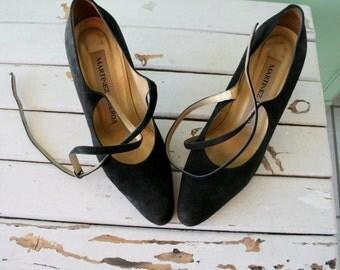 1980s BLACK SUEDE Heels....size 7 womens...leather. shoes. pumps. fancy. party. mod. classic. party. designer. black leather heels. strappy