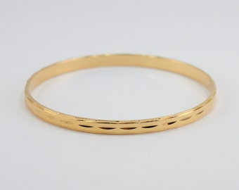 Vintage 1991 Avon Size LARGE Diamond Cut Bangle Goldtone Shiny Etched Gold Tone Traditional Preppy Bracelet in Original Box NIB