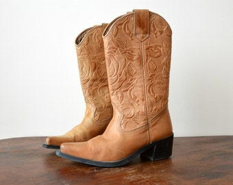 Western Boots // Tan Leather Vintage Tooled Cowboy Boots // Women Size US 6 / EU 36