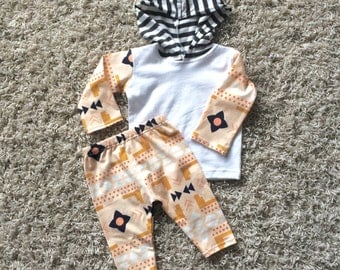 New Baby Two Piece Outfit//Newborn Coming Home Outfit//Welcome Home Outfit//Gender Neutral//Monochrome