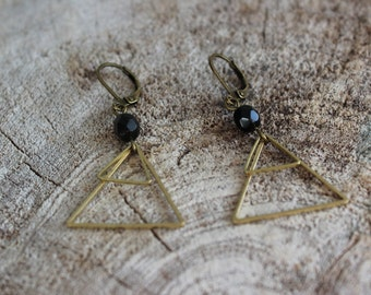 Boucles d'oreilles géométriques triangle // Geometric triangle earrings (BO-1048)