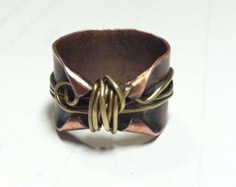 Thumb ring in copper and brass, copper thumb rings, size 8 elven ring, rustic ring, wire wrapped