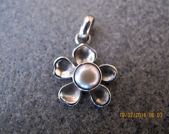 Flower Shaped Sterling Silver Pendant with Pearl
