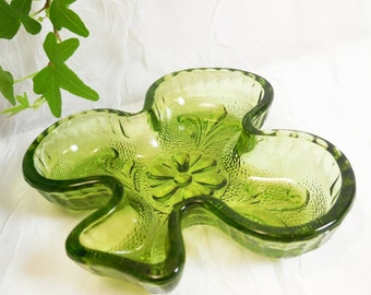 Tiara Chantilly Green Clover Club Shaped Dish Sandwich Glass - vintage pressed glass