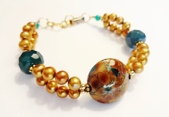 Lamp Glass, Green Onyx and Gold Freshwater Pearls bracelet, Artisan Jewelry, Lamp Glass bracelet, Gold and Green Jewelry