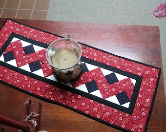 Table Runner - Patchwork - Zigzag - Valentine's Motif
