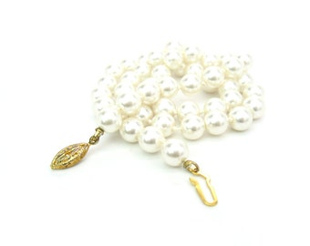 Pearl Necklace. Beaded Single Strand. 8mm Creamy White Faux Glass Pearls, Hand Knotted, 19 inches. Vintage Wedding Special Occasion Jewelry