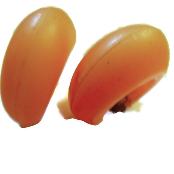 1970s frosted peach lucite hoop earrings. CLIP. Each is one inch. Fun favorites.