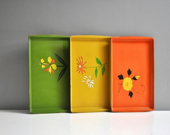 Vintage Trio of Flower Lacquer Wear Trays - Norleans