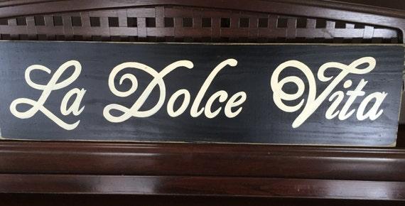 La Dolce Vita la bonne vie dans italien signe Plaque en bois peint à la main que vous choisissez parmi 10 + couleurs personnalisées