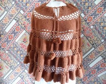 Crochet poncho/ vintage caramel color crochet poncho/ scallop edge/ pom pom ties/ boho bohemian hippie cape/ size M-XL