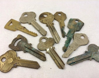 10 cool vintage keys with patina (no.8)