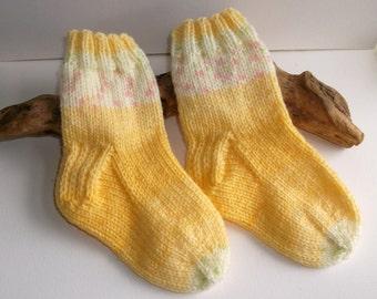 Pale creamy yellow hand knit toddler girls self patterning socks. 2 to 4 years. UK 6  EU 23  US 6.