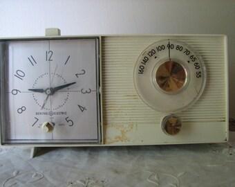 Vintage G.E. Clock Radio Retro 1962 Tube AM