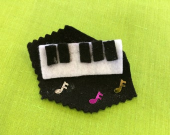 Felt brooch #16 - Free delivery to the UK