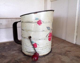 Vintage Tin Flour Shifter with Apple Motif, Primitive Kitchen Decor, Cottage Kitchen Decor, Country Kitchen Decor, Flour Shifter, 50s Decor