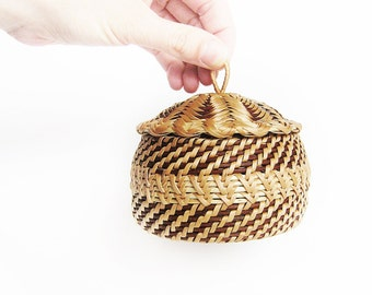 Housewarming gift for Mom Woven jewelry chest Wicker trinket box Eco friendly gift Ethnic home decor Wicker sugar basin