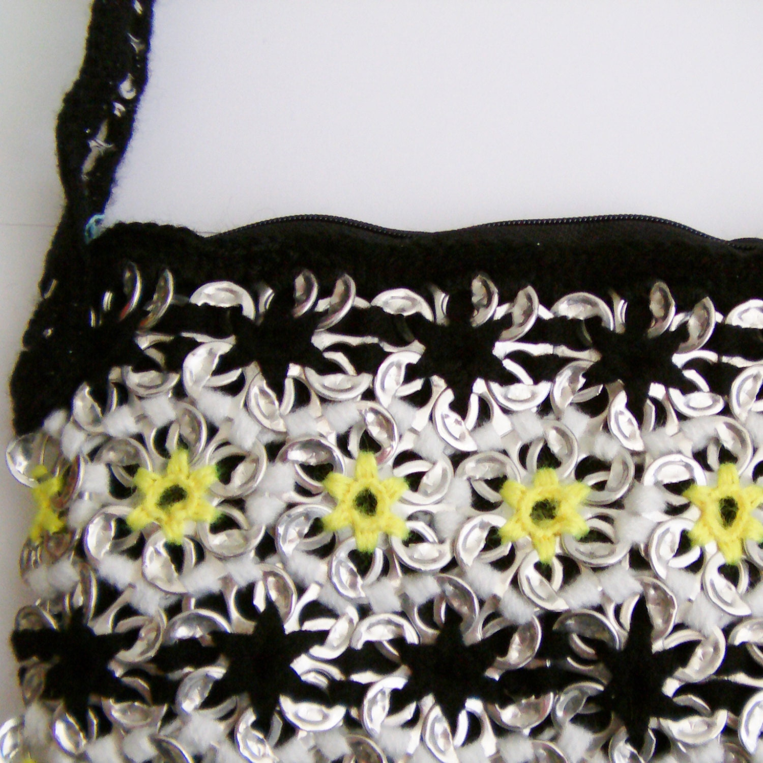 Pop Tab Shoulder Bag With Daisy Chain Pattern [E10190947032498697M ...