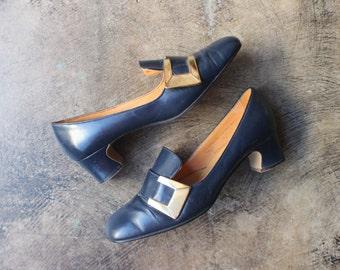 7 1/2 B 1960's Pilgram Heels / Vintage Gold Buckle Pumps / Women's Vintage Shoes