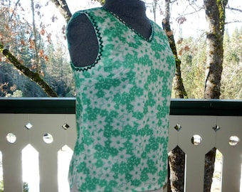 Retro Sleeveless Tunic Shirt Green and White Flower Double Knit Vintage Home Sewn
